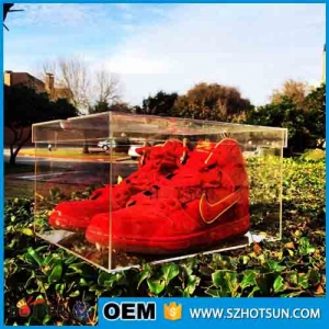 clear shoe box/ plexiglass sneaker box
