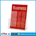 中国Promotional silkscreen printing single pocket acrylic brochure/menu sign holder工場